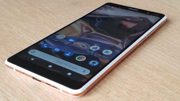 Le Nokia 7 Plus possède un écran de 6 pouces Full HD+.