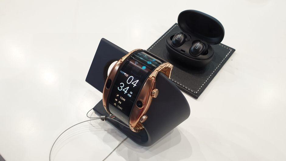 La montre flexible Nubia Alpha.