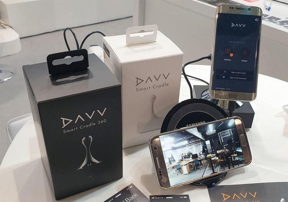 Le support Davv pour transformer un smartphone en caméra de surveillance motorisée.