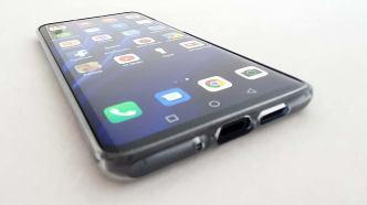 Le Huawei P30 Pro dans sa coque.