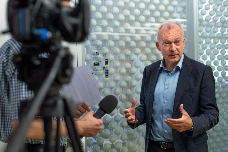 «Vu le contexte difficile, le résultat du premier semestre est d'autant plus remarquable», déclare Urs Schaeppi, CEO de Swisscom.
