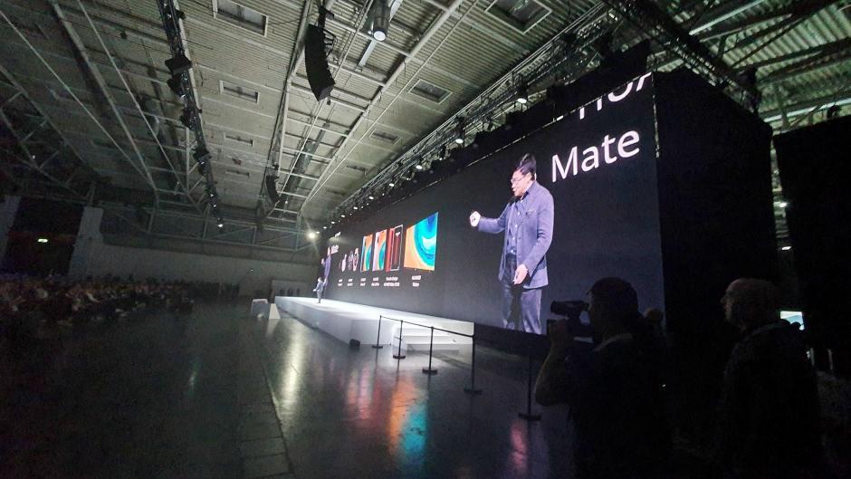 Richard Yu, CEO de Huawei, présente la série Mate 30.