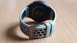 La Huawei GT2e et son bracelet en Fluroelastomère.