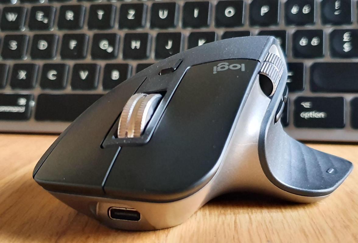 MX Master 3 pour Mac: design et précision.