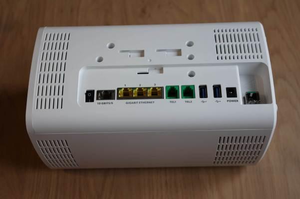 La connectique de la Sunrise Internet Box Fiber.