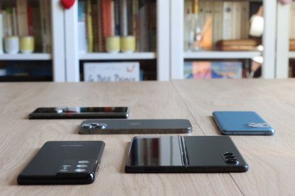 Samsung Z Fold 3, Galaxy S21 Ultra, Oppo Find X3 Pro, Huawei Mate 40 Pro et Apple iPhone 12 Pro Max.