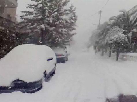 Σφοδρή χιονόπτωση στα Βριλήσσια