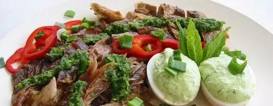 Ψητό αρνάκι με πέστο δυόσμου και λαχανικά