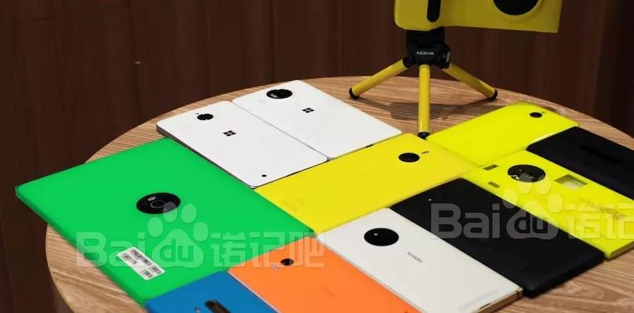 Η πράσινη συσκευή στη φωτογραφία είναι το tablet το Nokia.