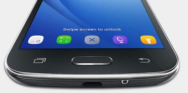 Ο χρήστης μπορεί να βάλει συντομεύσεις εφαρμογών στην οθόνη κλειδώματος του Galaxy J2 (2016)