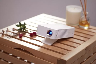 LG MiniBeam Projector PH30J 1