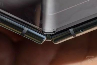 Samsung Galaxy Fold display gap The Verge