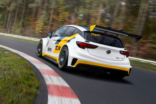 For customer racing: The new Opel Astra TCR is powered by a highly efficient two-liter turbo with 330 hp.