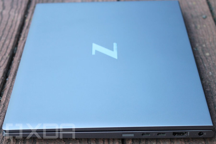 Right side view of HP ZBook Firefly G8