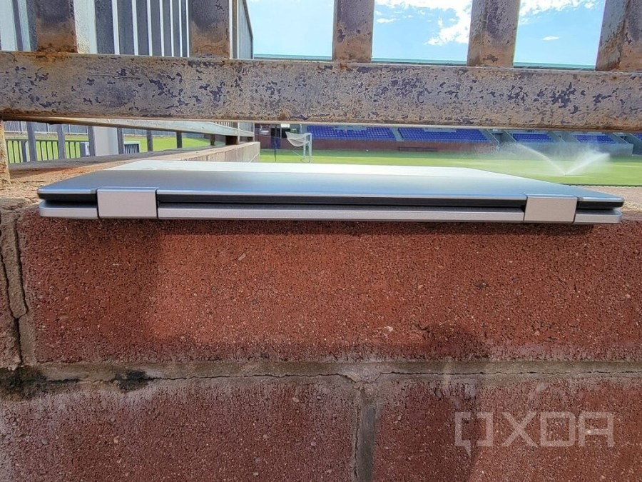 Acer Spin 513 hinge view