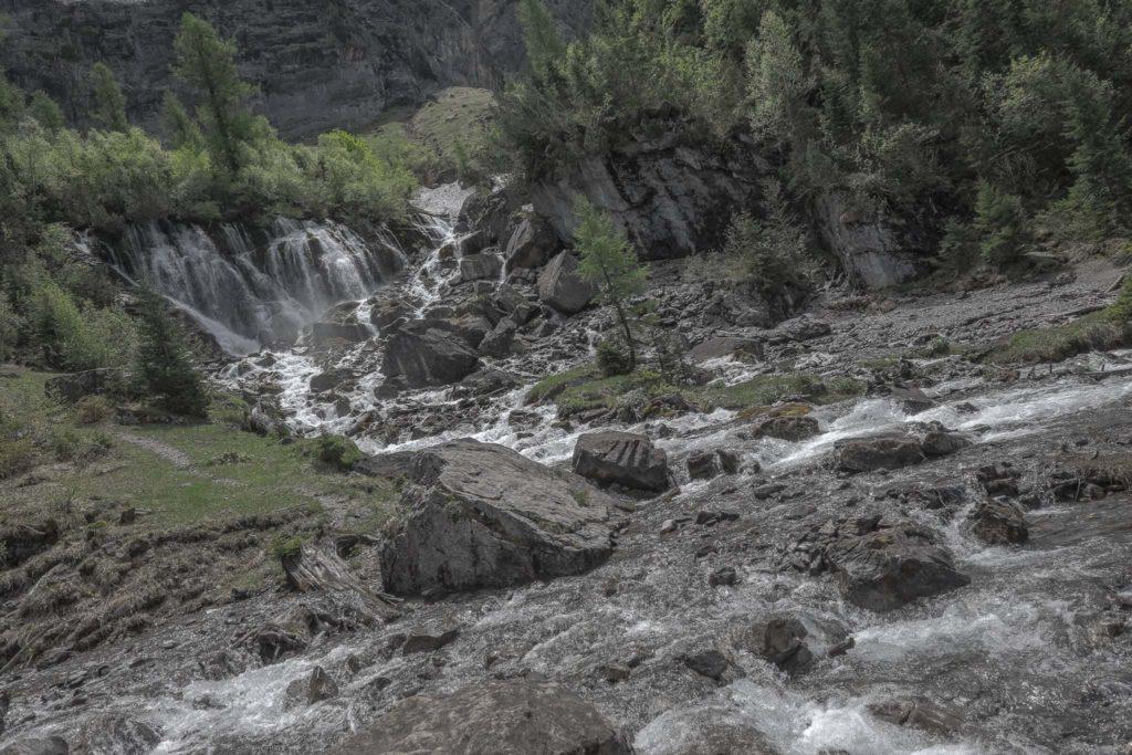 """Wanderung entlang der Simmenfälle bis zu den """"Sibe Brünne"""""""