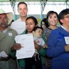 Entregan tarjetas FONDEN para reconstrucción de viviendas en la Mixteca