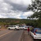 Frente de abogados y organizaciones bloquean dependencias y carreteras en Huajuapan