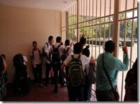 Padres de familia piden incrementar seguridad en entrada y salida de alumnos
