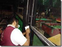 Clausuran dos bares por incumplir decreto por contingencia del COVID