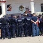 Policías municipales de Acatlán toman el palacio