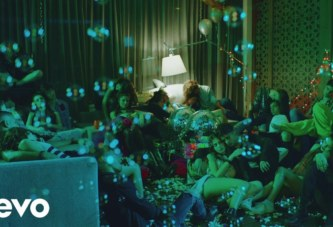 CNCO ft YANDEL – HEY DJ (OFFICIAL VIDEO)