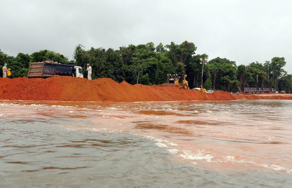 Belo Monte: Foto tirada em janeiro/2012, ainda no inicio das obras das ensecadeiras. Foto: João Zinclar
