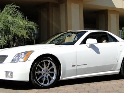 2008 Cadillac XLR-V in Alpine White