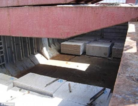 חלל להברחת סמים שהתגלה באוניה 'יופיטר' מתחת ללוחות הבטון