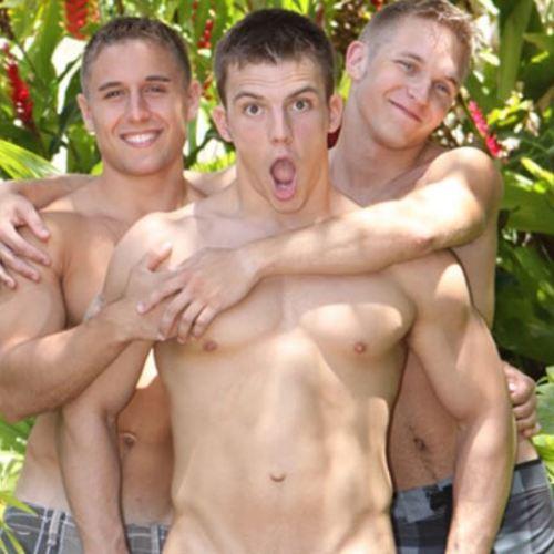 Sean Cody :  ハワイロケで弾ける3人の短髪体育会系、Mattと Doug が Peteのアナルを迫力の二本刺し!
