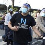 Salvadoreños en el exterior llegan al país para participar en el proceso electoral