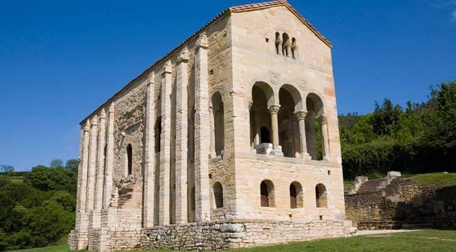 Santa María del Naranco, ejemplo del prerrománico asturiano. Oviedo © Turespaña