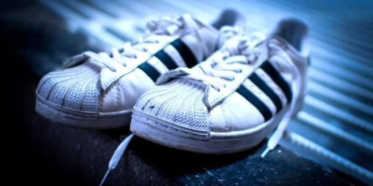 Sportkleidung Schuhe