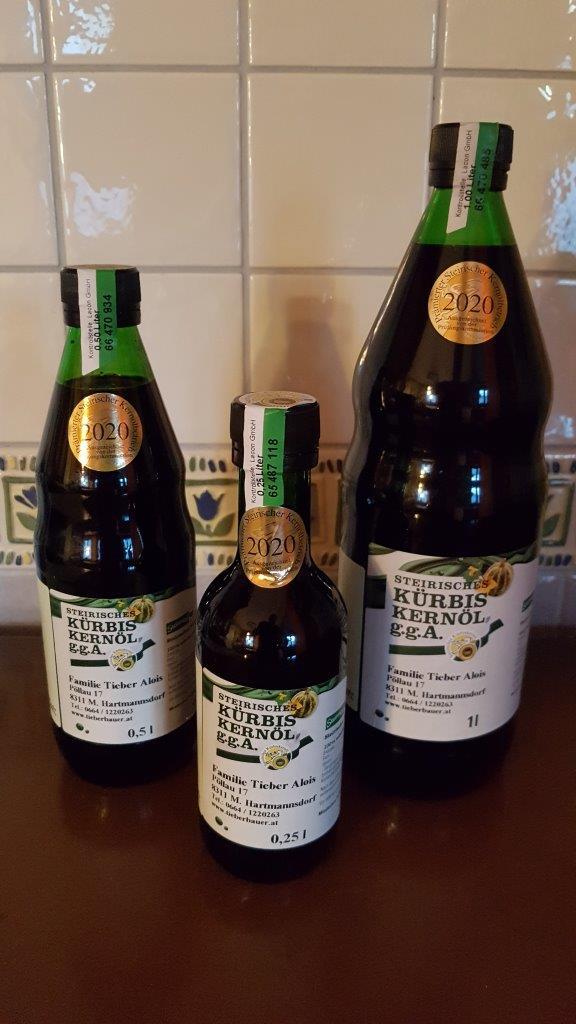 Kürbiskernöl in 0,25 0,5 und 1 Liter Flaschen