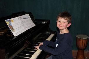 Lucas am Klavier