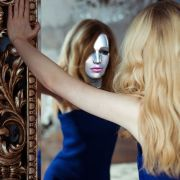 Wahrheit heißt: in den inneren Spiegel blicken.