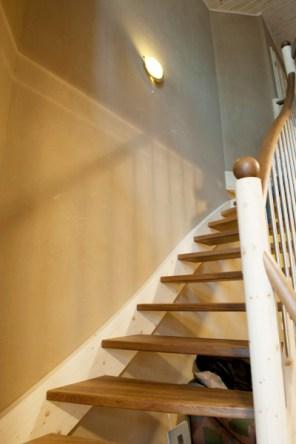 Flur- und Treppenbereich, Lehmgrundputz ungestrichen