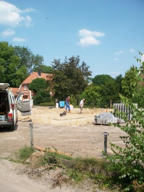 KfW 70 Haus Neubau, Kanalverlegung vor Betonfundament