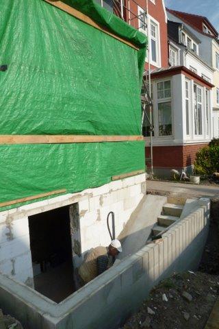 Kellerzugang neu erstellt mit Treppe und Fahrradrampe