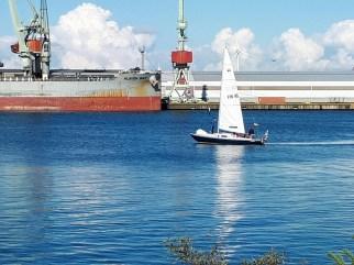 S/y Inke saapumassa takaisin Kalloon kesäleiripurjehdukselta