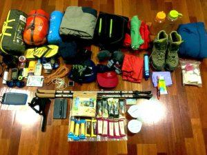 Empacar mochila de montaña