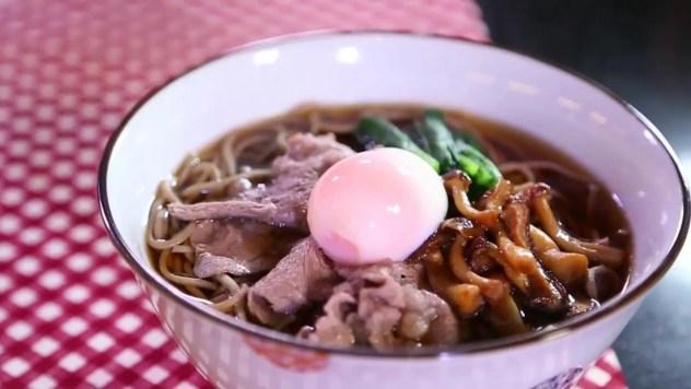 โซบะร้อนหน้าเนื้อชาบู|เพื่อนแท้ร้านอาหาร