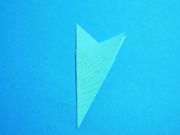 折り紙で切り絵!12折りで作る雪の結晶|簡単に作る図案・型紙あり