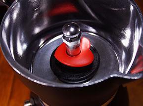 ハートのデザインがかわいいマキネッタ ビアレッティ クール・ディ・モカ 真っ赤なハートのバルブ
