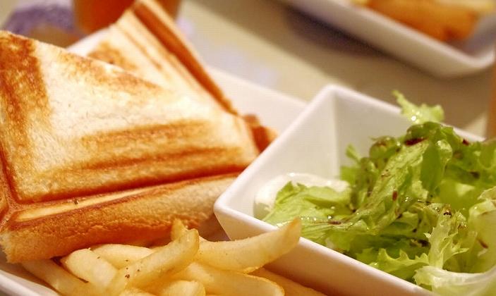 食パンでカンタン!カフェメニュー ハムとチーズのホットサンド