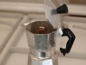 コーヒーと仲良くなっているマキネッタ