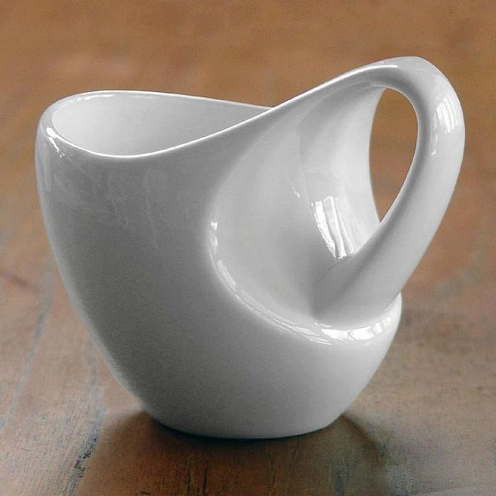 いろんな持ち方ができるデザインのマグカップ