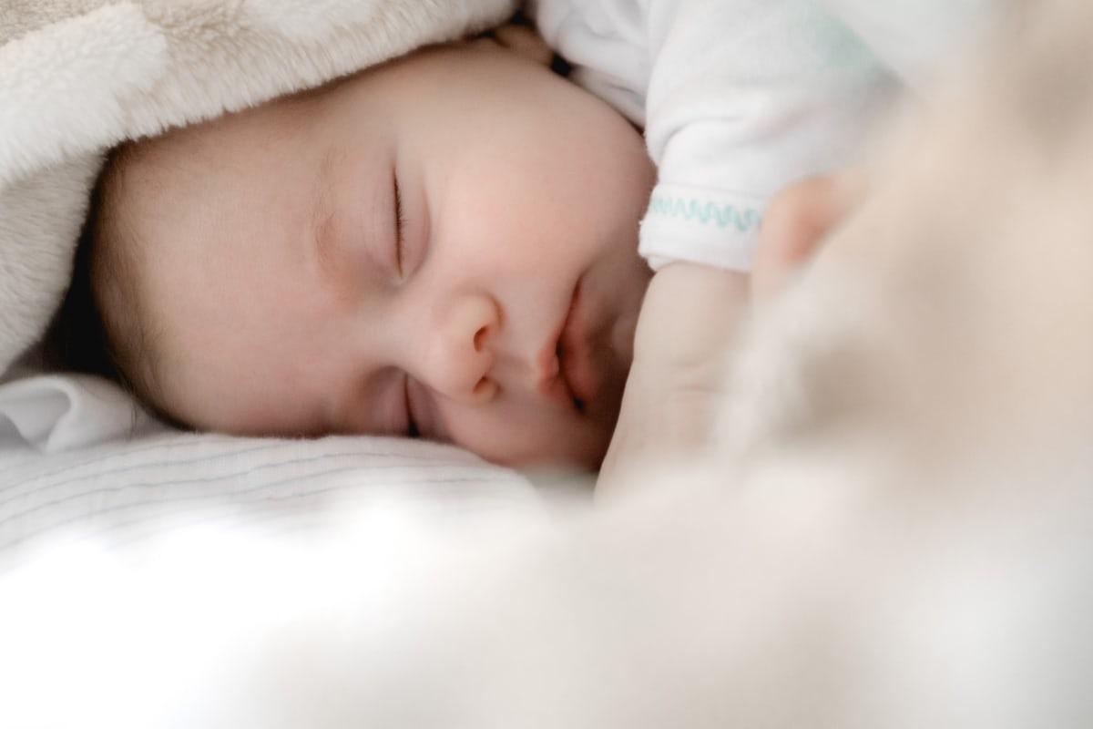Stillen und Durchschlafen ist möglich, wie erzählt euch heute die Schlafexpertin für Baby und Kleinkinderschlaf: Nicole Willms