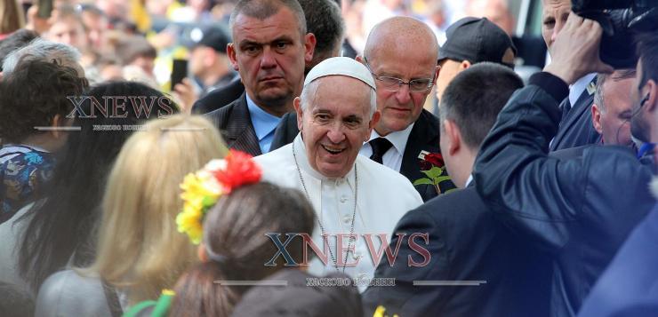 Папа Франциск пристигна в Раковски