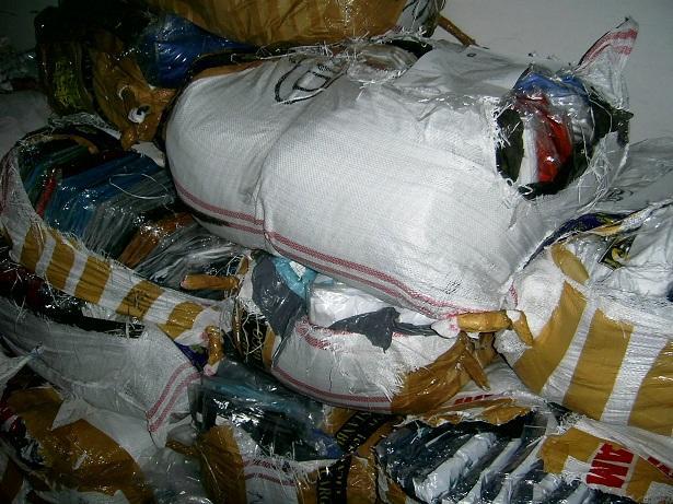 552f73f4193 Хиляди текстилни изделия и спортни обувки с логото на известни марки  задържаха на границата
